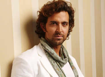 Hrithik Roshan clears the air on his relationship status