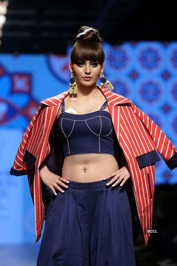Urvashi Rautela slays the ramp at the Lakme Fashion Week