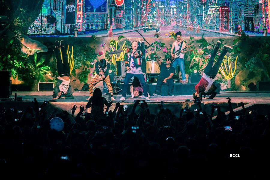 Macklemore Performs at VH1 Supersonic