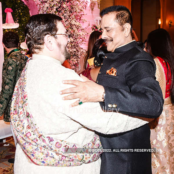 Salman, Big B & Rekha bless newly-wed Neil, Rukmini!