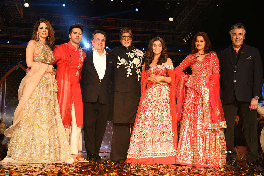 Amitabh, Varun, Alia & other stars walk the ramp for a cause!