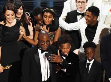 'Moonlight' wins best picture Oscar after major onstage gaffe