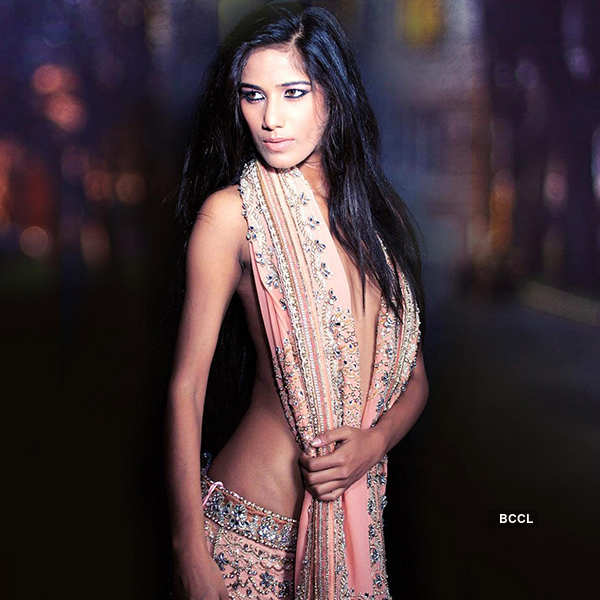 Poonam Pandey teases fans with a bold selfie