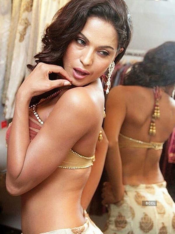 Veena Malik ends marriage, obtains Khula!