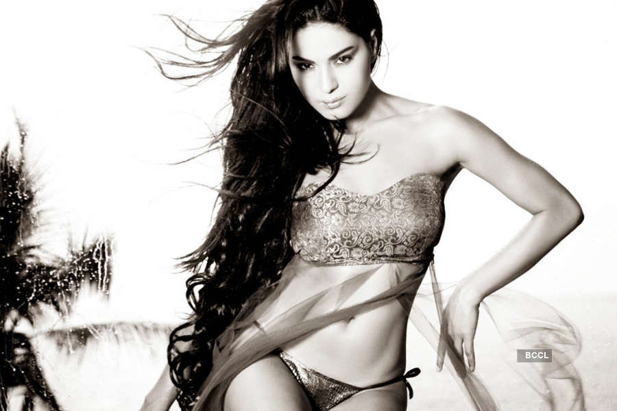 Veena Malik ends marriage, obtains Khula!