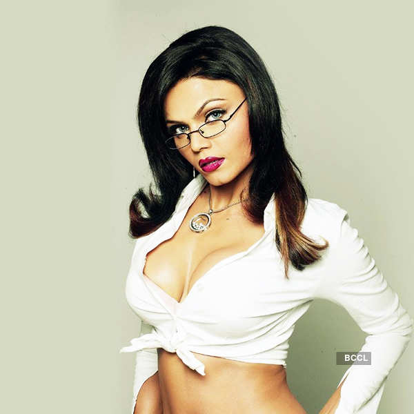 Bizarre! Rakhi Sawant used condoms to play Holi