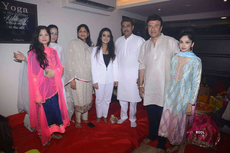 Anu Mallik hosts annual Jagrata