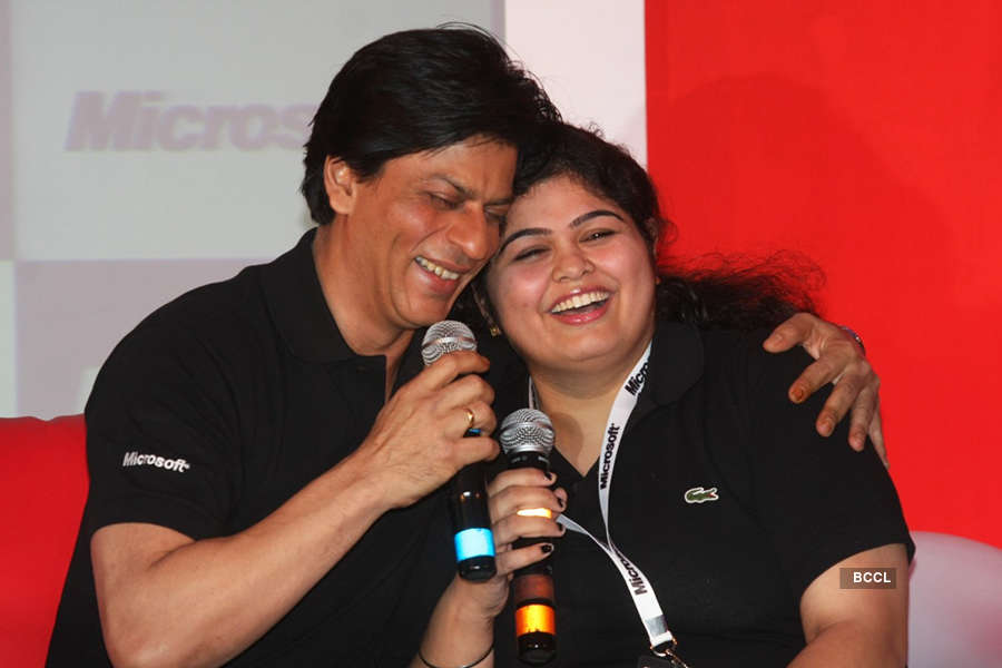 "FUNNY! ""Women have lovely long nails, and their love hurts"" says SRK on hiring lady bodyguards"