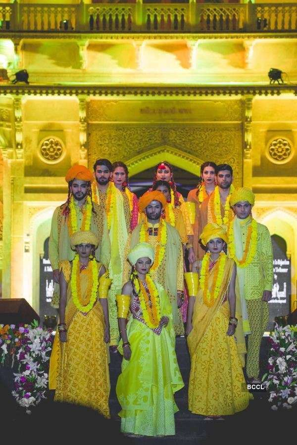 Jitesh Thakur rocks orange in Pink City