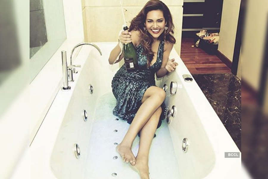 When hot divas set the bathtub on fire!