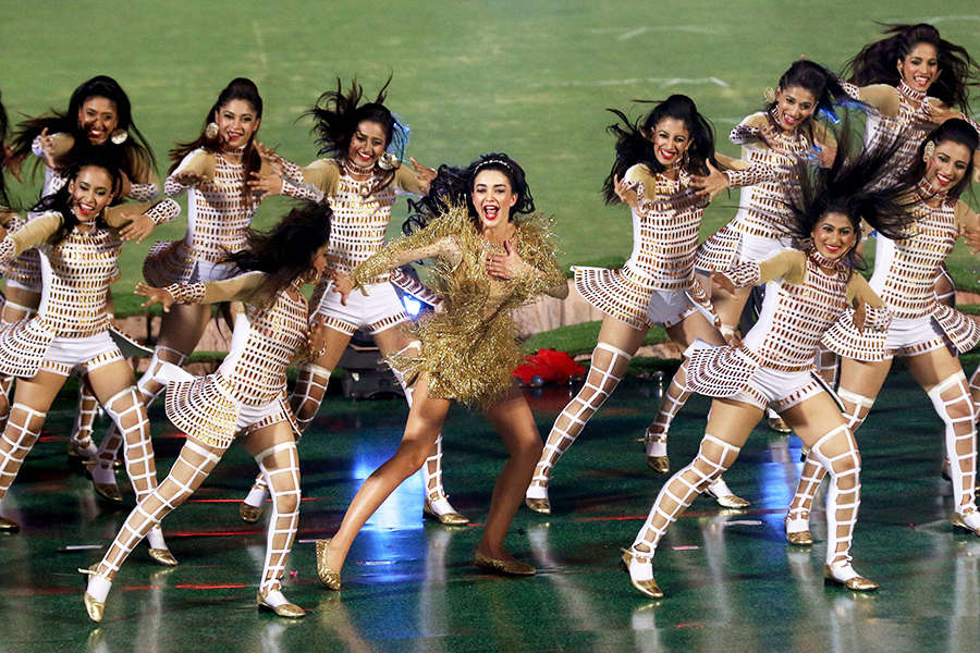 Amy Jackson gets trolled for her IPL 2017 glitzy performance