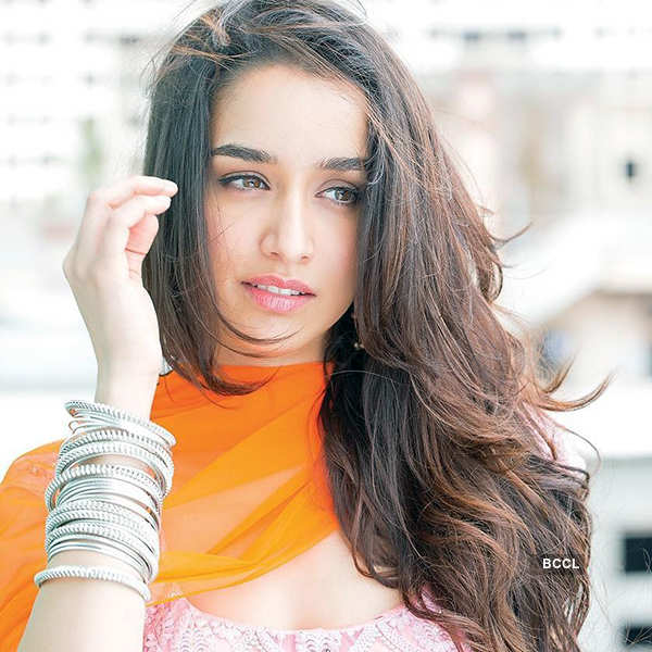 Shraddha Kapoor sets IPL opening ceremony on fire at Eden Gardens