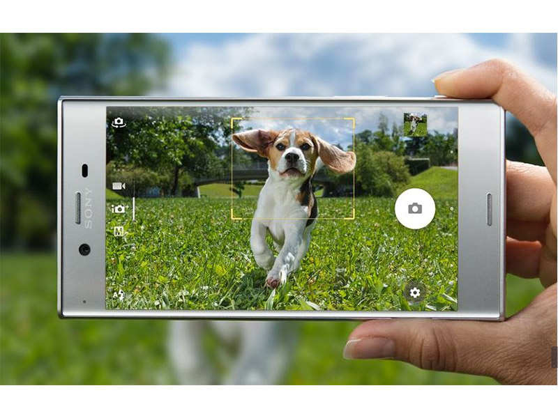 This is the world's smallest 4G smartphone - Mobiles News
