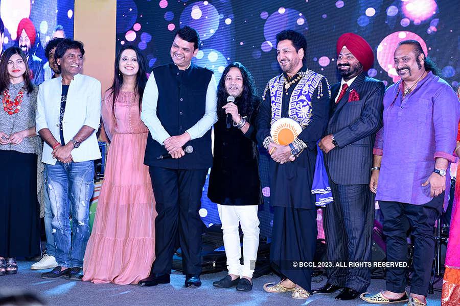 Kailash Kher celebrates musical journey of Kailasa