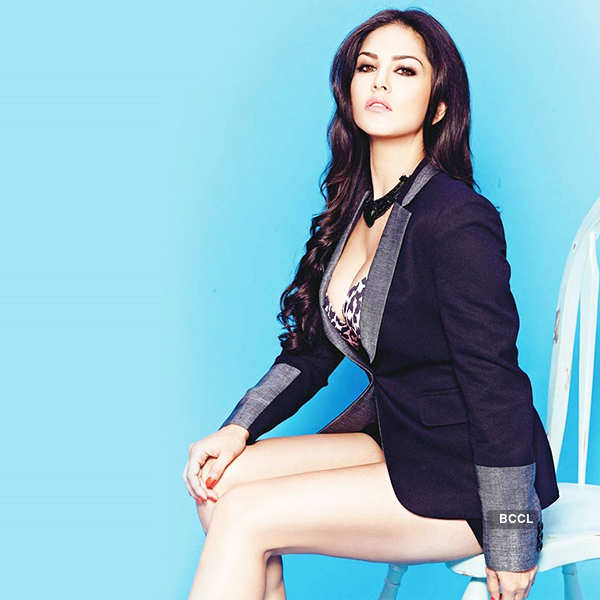 Sunny Leone smitten by cricketer Mahendra Singh Dhoni
