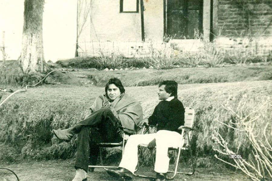 Rare & unseen photos of legendary actor Vinod Khanna