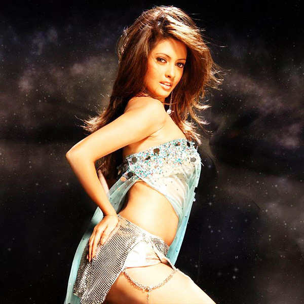 'Be real, love yourself', says Riya Sen