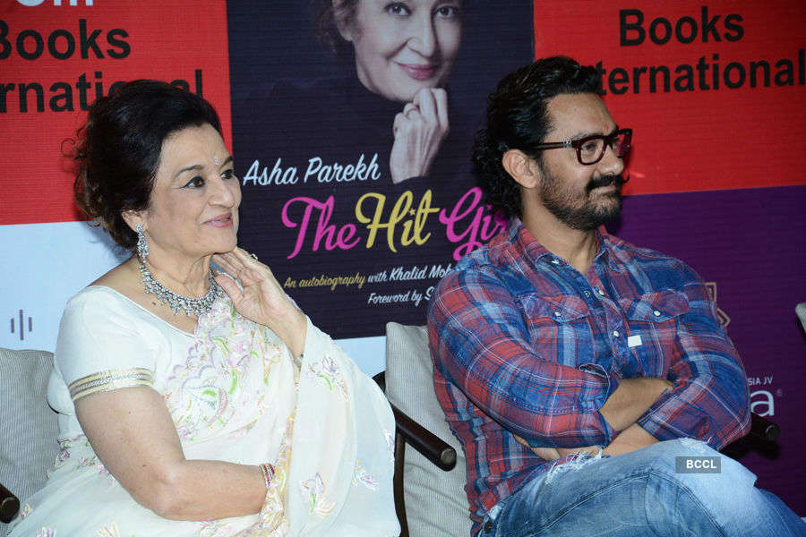 Aamir Khan launches Asha Parekh's autobiography