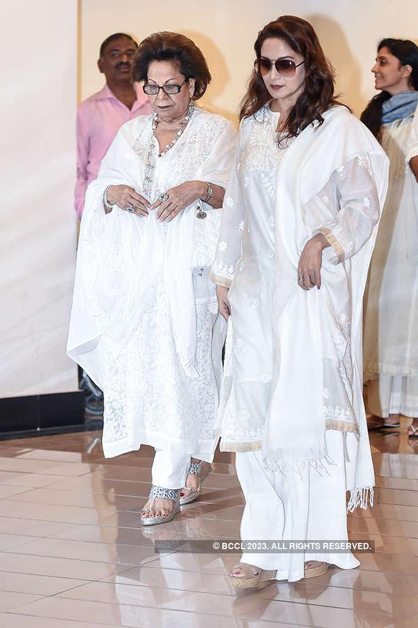 Celebs attend Vinod Khanna's prayer meet