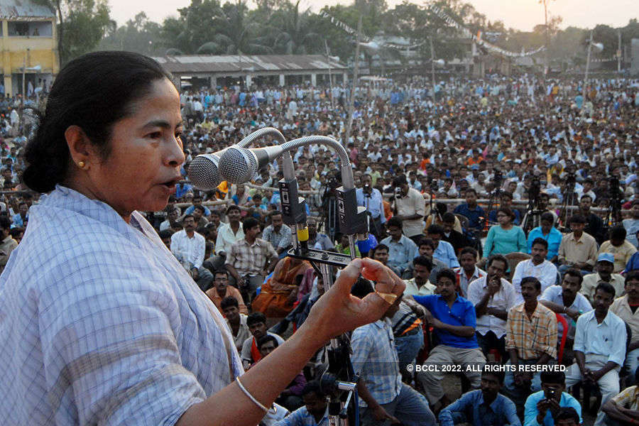 West Bengal CM supports Kajol in Beef controversy