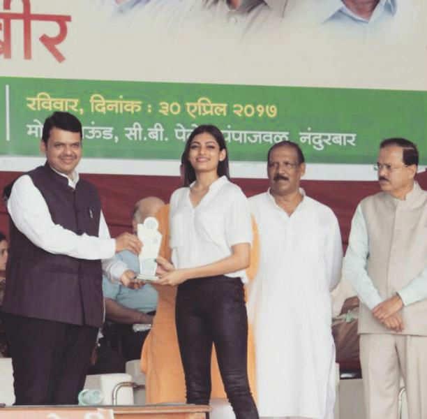 Naveli Deshmukh felicitated by Chief Minister Devendra Fadnavis