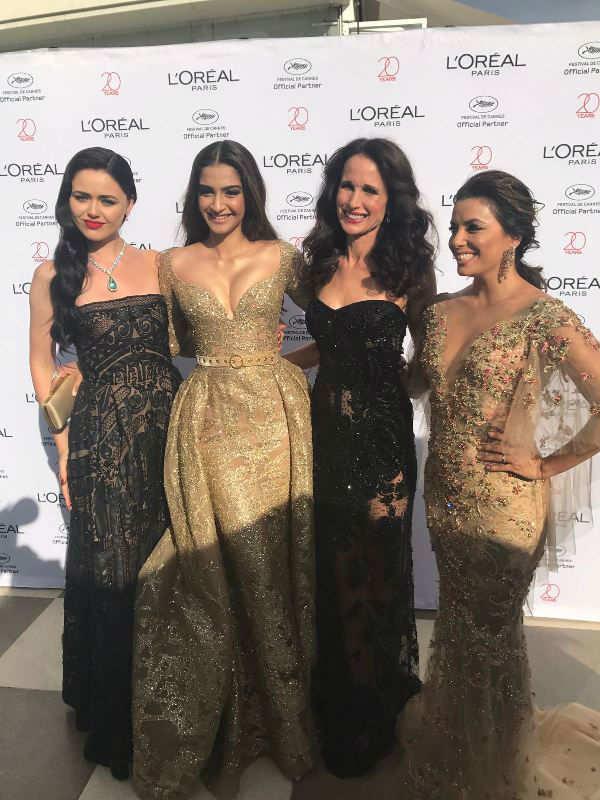 Sonam Kapoor shines @ Cannes red carpet