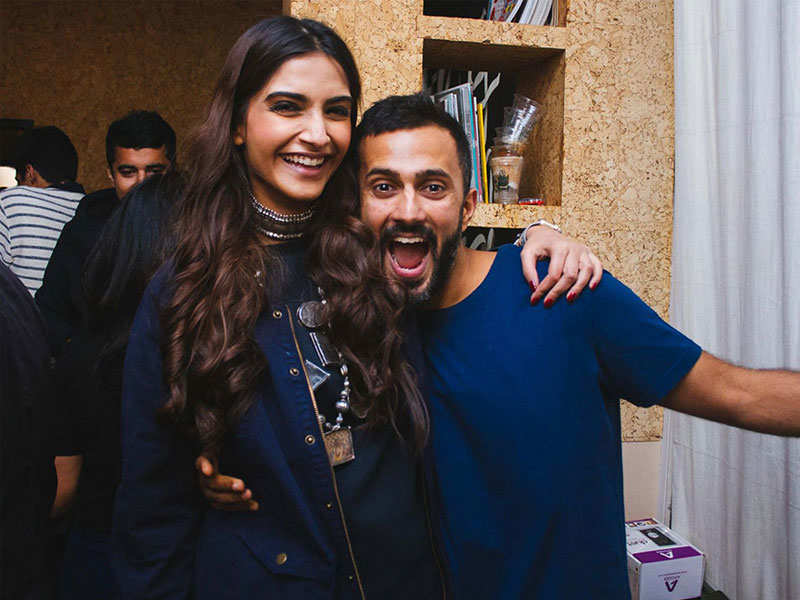 Image result for sonam kapoor and anand images