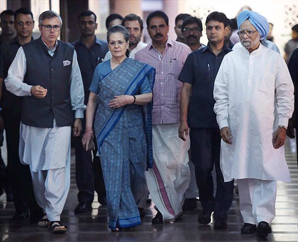 Sonia Gandhi hosts lunch for opposition