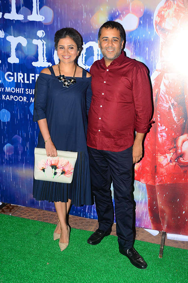 Chetan Bhagat poses with his wife