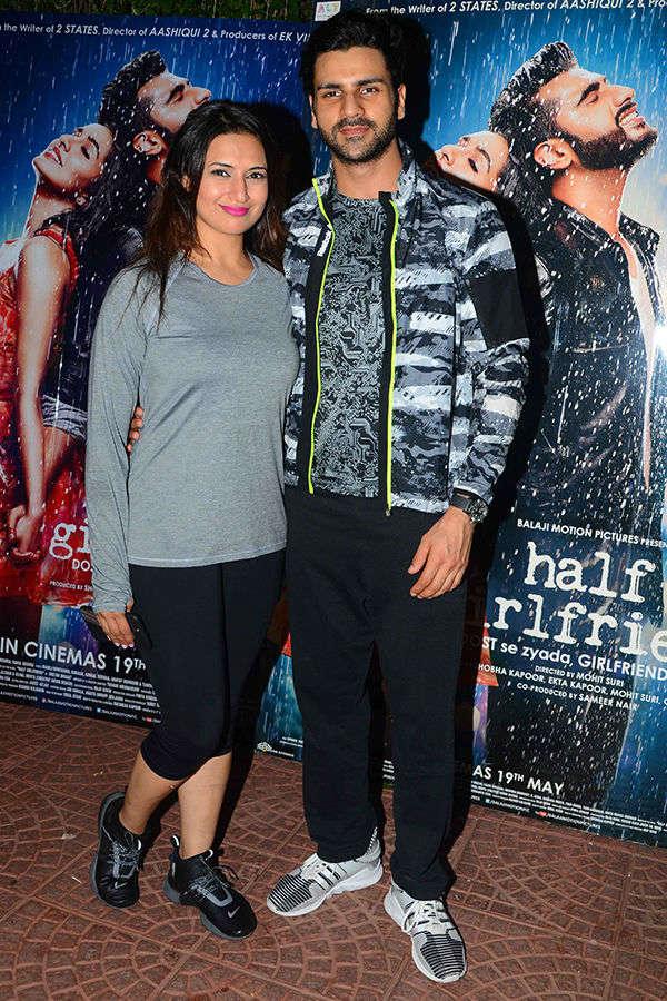 Divyanka Tripathi and Vivek Dahiya pose together