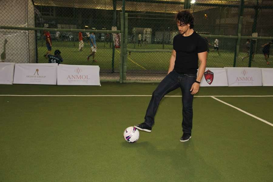 Tiger Shroff and Adah Sharma flaunt their football skills at Super Soccer Tournament