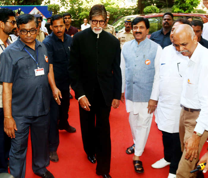 Amitabh Bachchan launches 'Darwaza Band' campaign