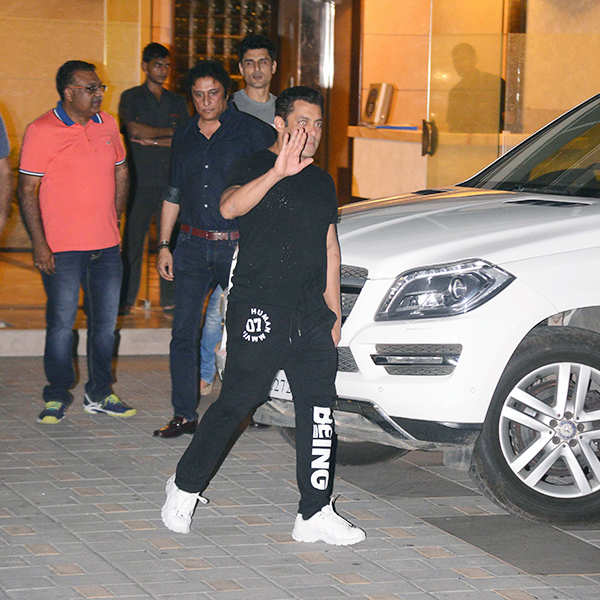 Salman Khan celebrates the launch of Being Human E-Cycles