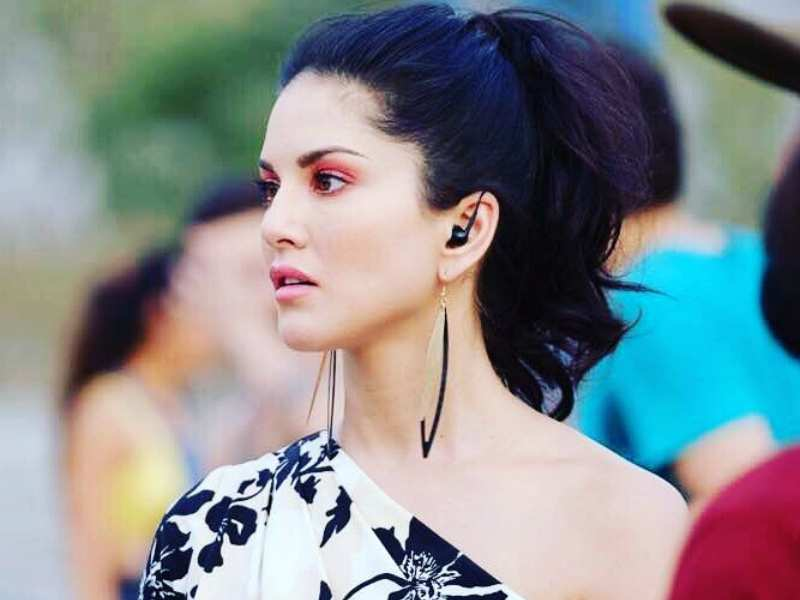 Sunny Leone Looks Pretty As A Peach In Her Latest Picture-8845