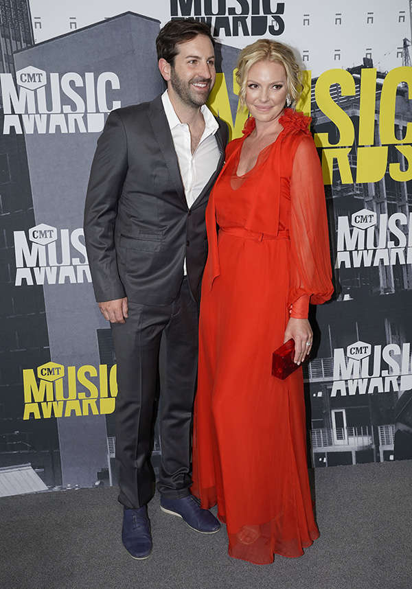 Josh Kelley and Katherine Heigl ​attend the award ceremony