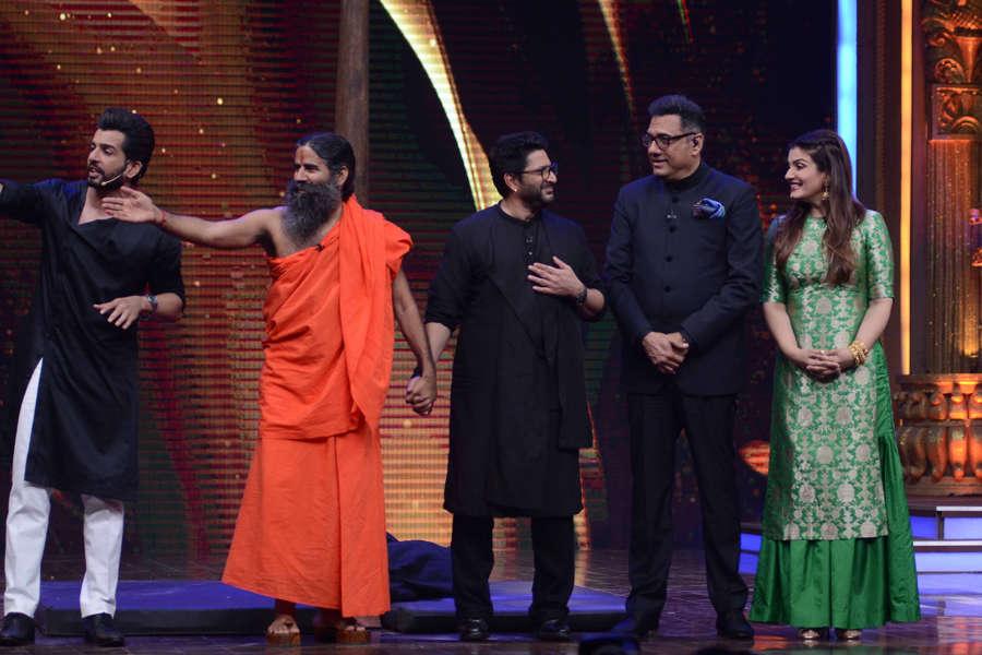 Jay Bhanushali, Baba Ramdev, Arshad Warsi, Boman Irani and Raveena Tandon the sets