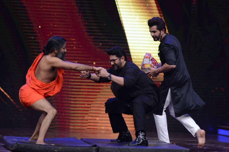Baba Ramdev, Jay Bhanushali and Arshad Warsi performing yoga