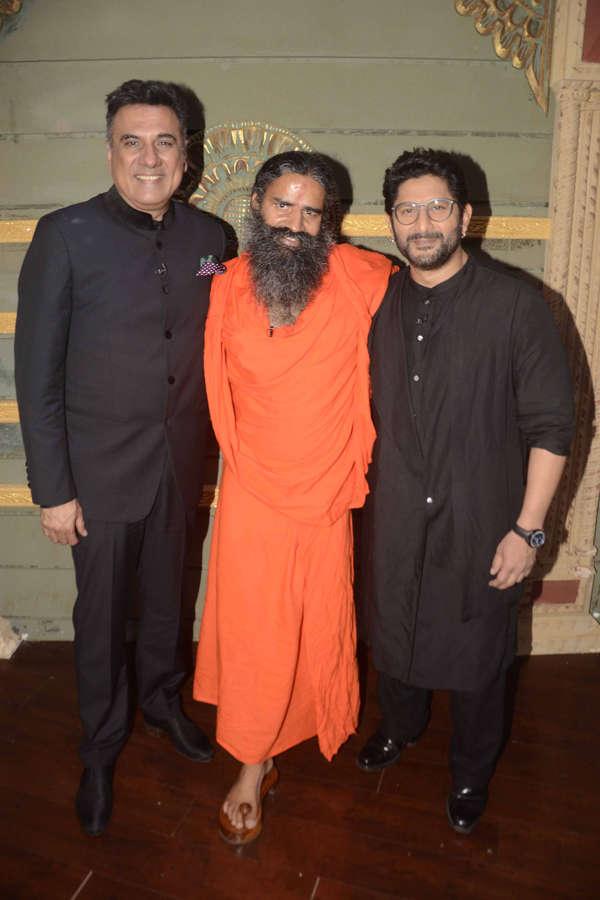 Boman Irani, Baba Ramdev and Arshad Warsi smiling
