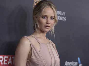 Jennifer Lawrence unhurt after plane forced to make emergency landing