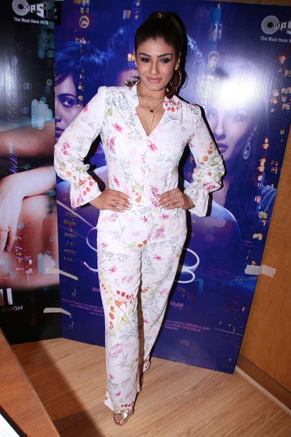 Raveena promotes Shab