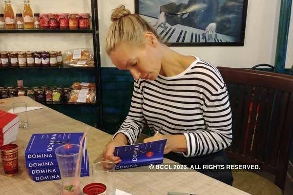 Lisa Hilton signing copies