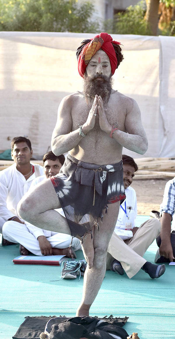 Yoga fever grips world on International Yoga Day