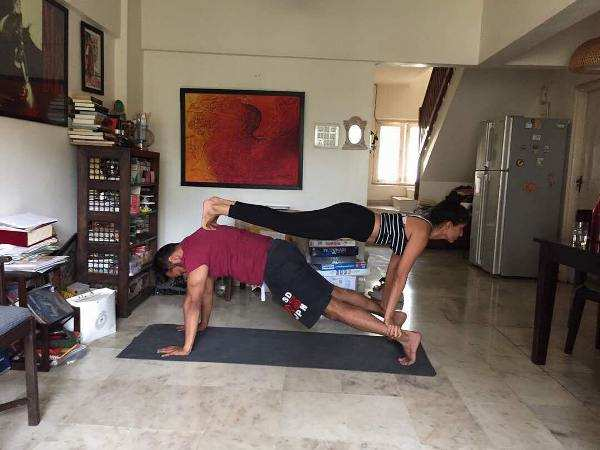 Anurag Kashyap practices yoga with his girlfriend