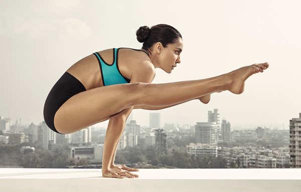 Lisa Haydon practices yoga