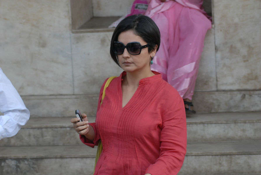 Sober Pooja Bhatt to portray an alcoholic cop