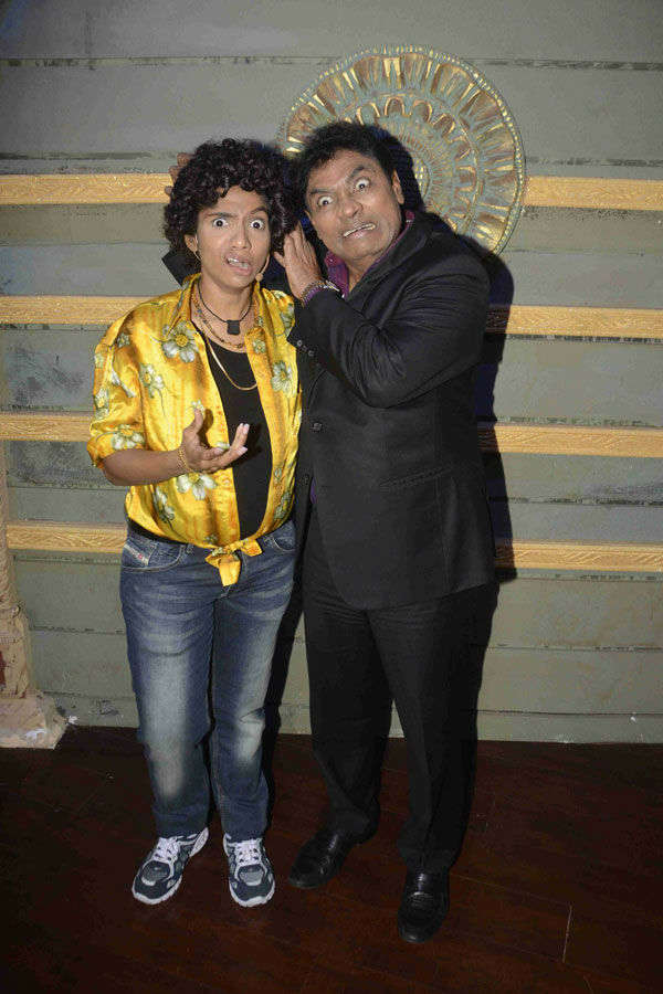 Jamie Lever pose with Johnny Lever