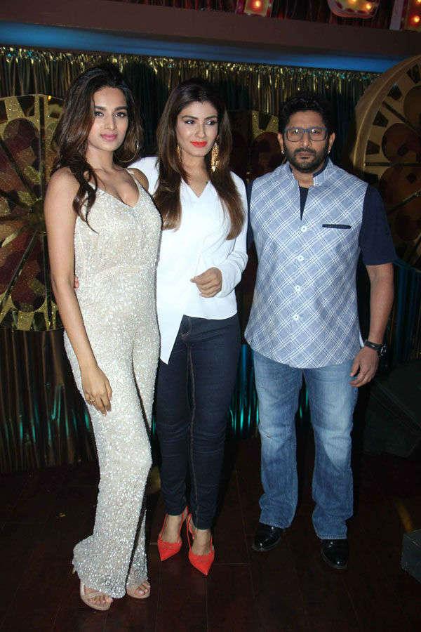 Nidhhi Agerwal,Raveena Tondon and Arshad Warsi on the sets