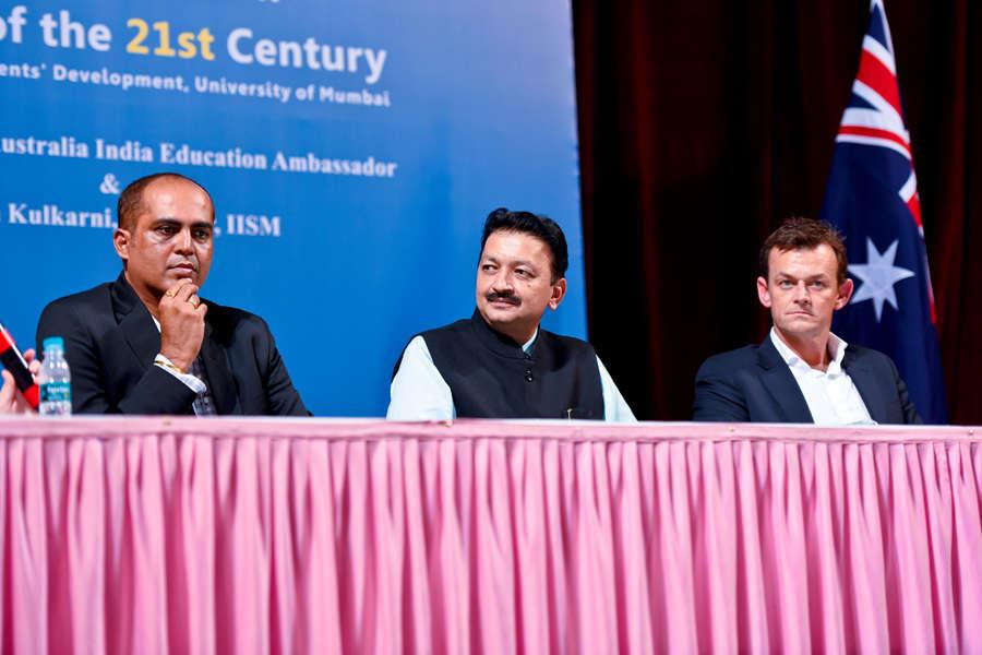 Adam Gilchrist visits Mumbai University