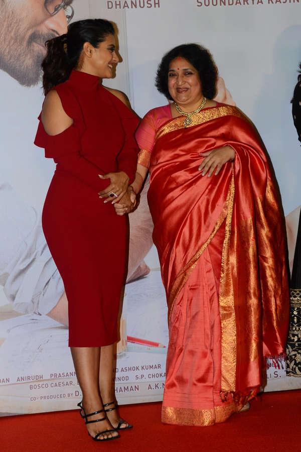 Kajol and  Latha Rajinikanth interacting