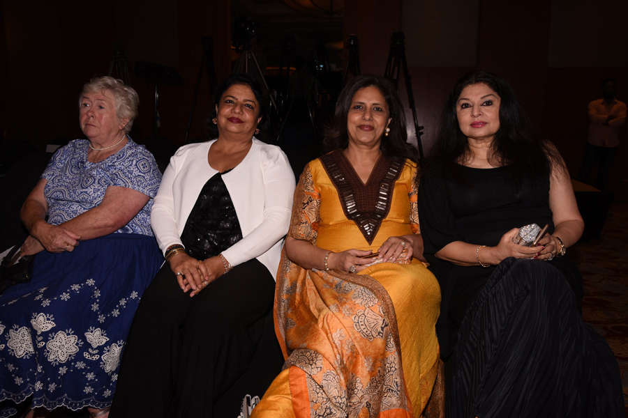 Madhu Chopra and Kiran Juneja at Beti Fashion Show